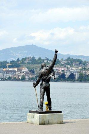 Памятник Фредди Меркьюри в Швейцарии
