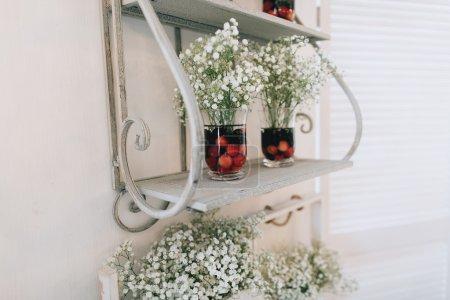 Photo pour Mariage décoration faite main, fleurs fraîches, style rustique - image libre de droit