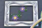 Fialová, quilling květy na obrázku - ruční výroba