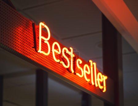 Photo pour Meilleur affichage vendeur Boutique Retail Marketing promotion type néon - image libre de droit
