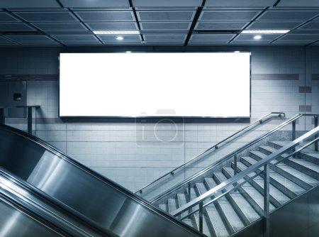 Photo pour Mock up Horizontal poster Advertising light box interior subway station - image libre de droit