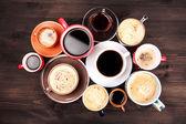 "Постер, картина, фотообои ""многие чашки кофе на деревянный стол"""