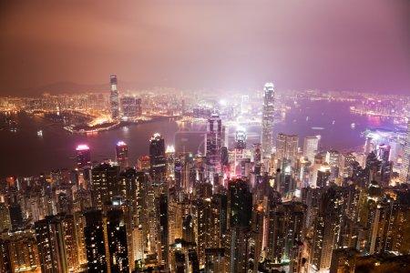 Photo pour Vue du port de Victoria à Hong Kong la nuit - image libre de droit