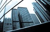 Reflexion von Bürogebäuden