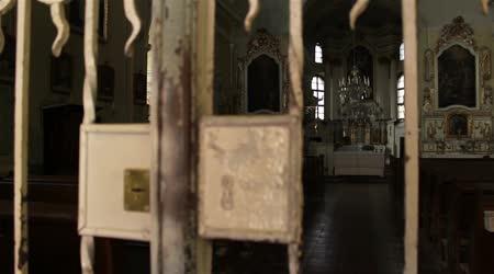 Zamčené kostela vchod