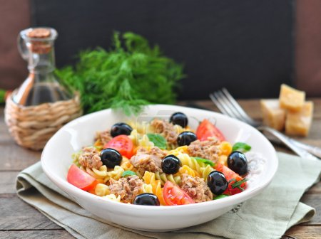 Pasta salad with tuna, cherry tomatoes and olivs