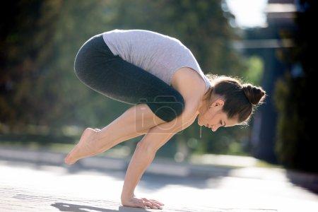 Street yoga: crane pose