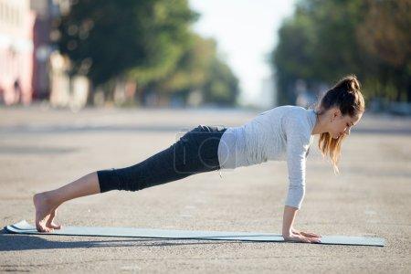 Street yoga: plank pose