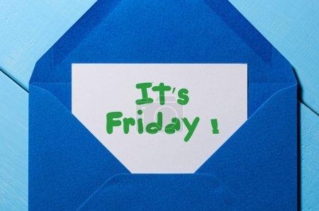 Photo pour Les mots Son vendredi écrit sur une paix de papier dans une enveloppe bleue. Concept de semaine heureuse . - image libre de droit