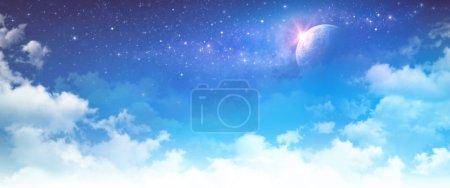 Photo pour Fond ciel nuageux haute résolution. Champ stellaire et planète dans l'espace lointain . - image libre de droit