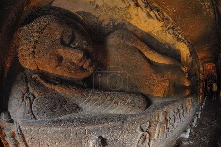 Photo pour Ajanta est un monument historique reconnu par l'UNESCO situé à seulement 55 km de la ville de Jalgaon et à 105 km de la ville Aurangabad du Maharashtra, en Inde. Il y a 30 grottes à Ajanta Ces grottes ont été découvertes en 1819 après JC et ont été construites dans la première 2n - image libre de droit