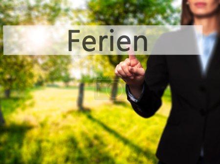 Photo pour Ferien (vacances en allemand) - femme d'affaires main appuyant sur la touche sur l'interface à écran tactile. Affaires, technologie, concept de l'internet. Photo en stock - image libre de droit