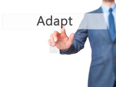 Photo pour Adapt - Presse d'homme d'affaires sur l'écran numérique. Entreprise, concept d'internet. Photo Stock - image libre de droit