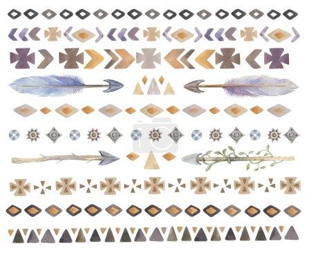 Photo pour Ensemble d'aquarelle tribale, ethnique, aztèque, boho chic des éléments géométriques, logo de hipster, étiquette d'affaires navajo stile américain isolé sur fond blanc. Ornement traditionnel indien aquarelle - image libre de droit