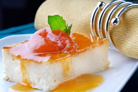 Pudding with apricot jam