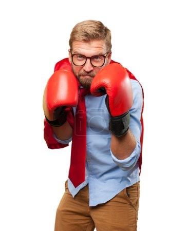 Photo pour Homme blond héros portant des gants de boxe - image libre de droit