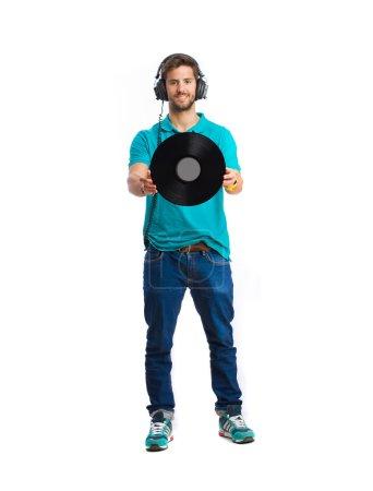 Photo pour Jeune garçon écouter de la musique et tenant un vinyle - image libre de droit