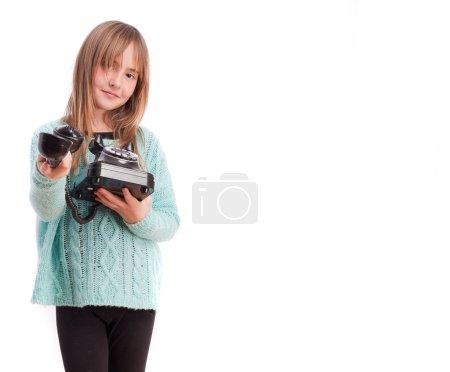 Photo pour Jeune fille avec un téléphone - image libre de droit