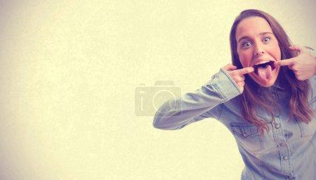 Photo pour Jeune fille blague - image libre de droit