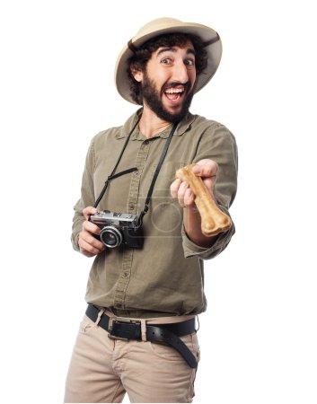 Photo pour Explorateur fou homme avec os - image libre de droit