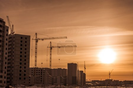 Hoisting tower cranes and new apartments