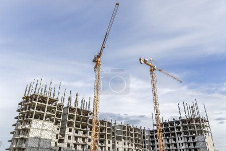 Construction of high-rise building and lifting crane