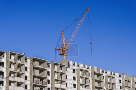 Construction of multistorey building and construction cranes