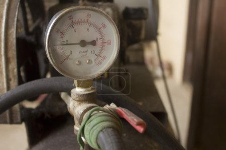 Photo pour Compteur de compresseur Air agrandi avec l'ancienne valve - image libre de droit