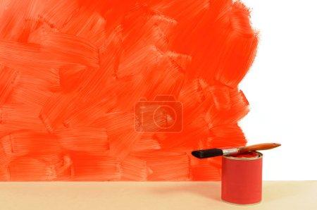 Peint en partie mur rouge
