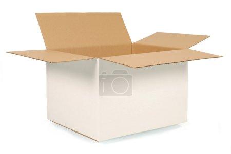 Photo pour Ouvrez la boîte en carton blanc ordinaire avec l'intérieur brun. Espace pour la copie. - image libre de droit