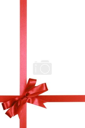 Photo pour Noeud de ruban cadeau rouge isolé sur fond blanc vertical - image libre de droit