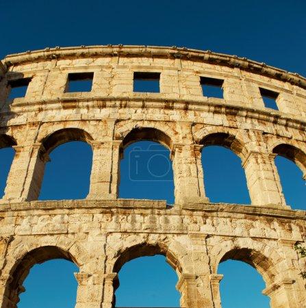 Pared de Coliseo Pula cerca