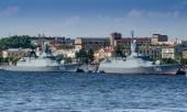 Corvette persistente e custodi sul fiume Neva a San Pietroburgo