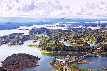 Photo pour Vue aérienne du lac Guatape, Antioquia, Colombie - image libre de droit