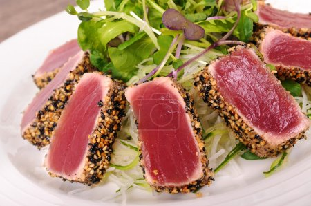 Seared tuna salad closeup