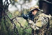 """Постер, картина, фотообои """"солдат с винтовкой в лесу"""""""