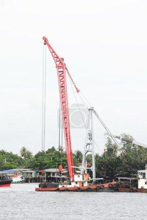 Ship loading with big crane