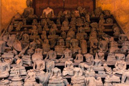 Photo pour Headless Buddha statues at Wat Si Saket. Heads were chopped off by invaders. Vientiane, Laos - image libre de droit