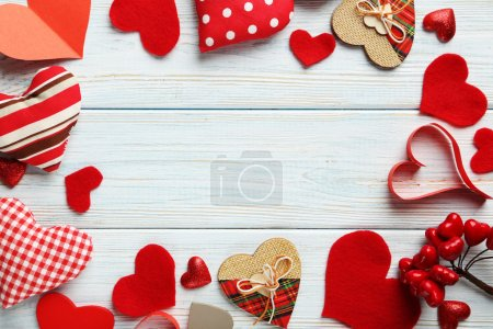 Coeurs d'amour sur la table