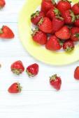 Čerstvé jahody v desce