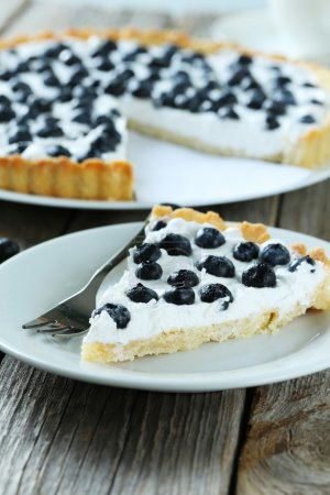 Sweet tart cakes with blueberries