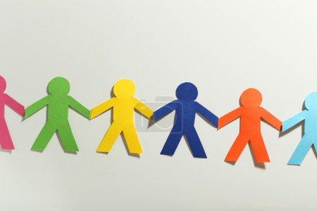 Photo pour Papier coloré personnes sur le fond blanc - image libre de droit