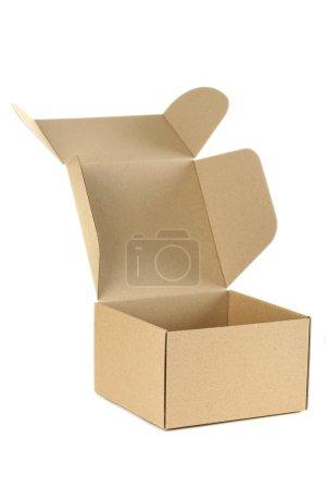 Photo pour Boîte en carton vide isolée sur un blanc - image libre de droit