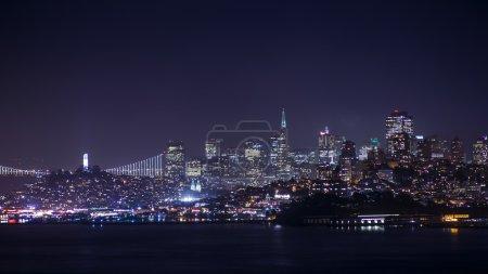 Foto de Luces de la ciudad de San Francisco en la noche - Imagen libre de derechos
