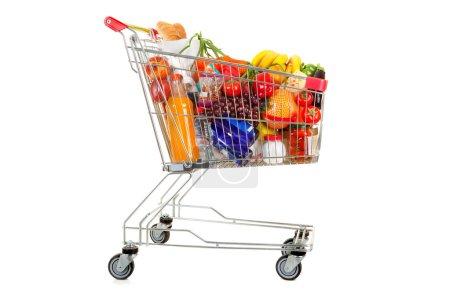 Photo pour Panier plein de nourriture et de boisson sur le fond blanc - image libre de droit