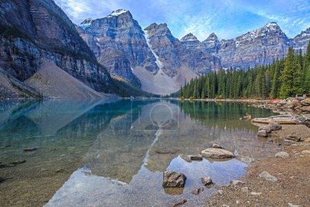 Photo pour Lac Moraine dans le parc national Jasper, Alberta, Canada - image libre de droit