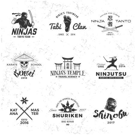 Ensemble de Japon Ninja Logo. Insigne de crâne Sensei design. Mascotte de samouraï sportif. Katana maître t-shirt concept sur fond grunge