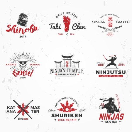 Ensemble de logo Ninjas japonais. Katana maître insigne design. Mascotte de ninja vintage. Art martial T-shirt Team illustration concept sur fond grunge