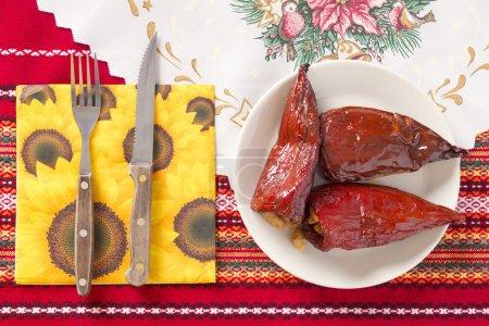 Foto de Pimientos rojos rellenos con frijoles. Cena Navidad tradicional búlgaro - Imagen libre de derechos