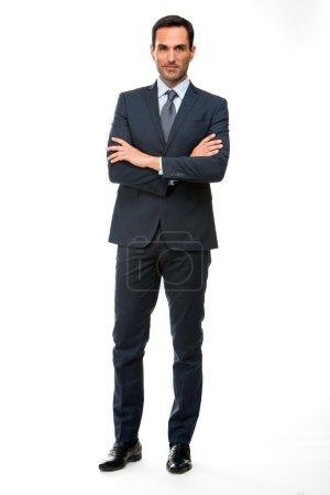 Foto de Retrato de longitud completa de un hombre de negocios mirando a cámara con brazos cruzados - Imagen libre de derechos